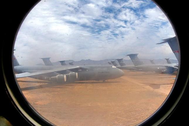 Nghĩa địa máy bay quân sự lớn nhất thế giới - anh 1