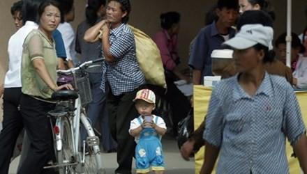 Triều Tiên: Đàn ông bất tài, phụ nữ kiếm tiền nuôi gia đình - anh 2