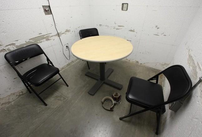 Nhà tù Guantanamo: Địa ngục trần gian với những màn tra tấn dã man - anh 8