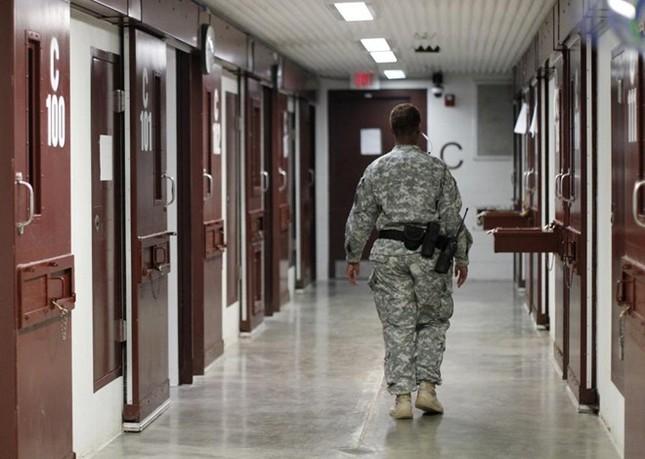 Nhà tù Guantanamo: Địa ngục trần gian với những màn tra tấn dã man - anh 10