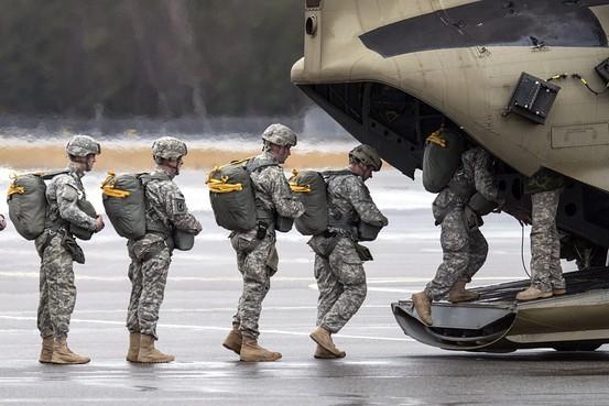 """Dân Mỹ sẵn sàng """"làm bất cứ điều gì"""" để tiêu diệt IS - anh 2"""