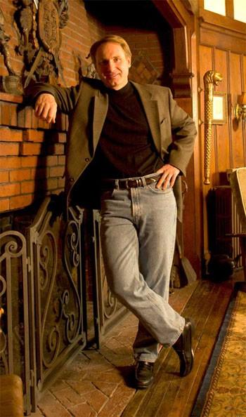 Bí mật cuộc đời tiểu thuyết gia Dan Brown - Ông vua của những mật mã vĩ đại - anh 4