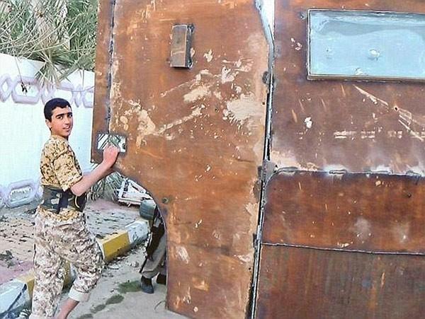 Những công cụ dùng làm vũ khí đầy ghê tởm của IS - anh 2