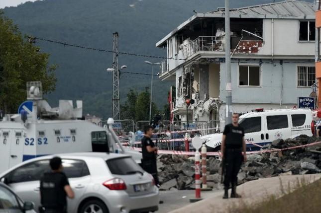 Nữ khủng bố liều mạng tấn công Lãnh sự quán Mỹ - anh 2