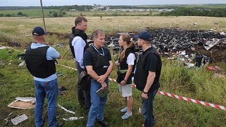 Phát hiện tình tiết MH17 mới: Tìm thấy mảnh vỡ nghi của tên lửa BUK do Nga chế tạo - anh 2