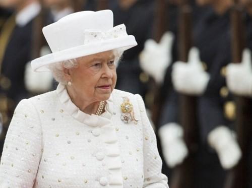 IS âm mưu ám sát Nữ hoàng Anh Elizabeth II - anh 1