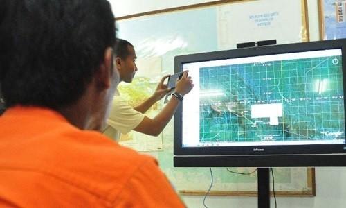 Vụ máy bay Indonesia mất tích: Đã tìm thấy xác máy bay [Cập nhật] - anh 3
