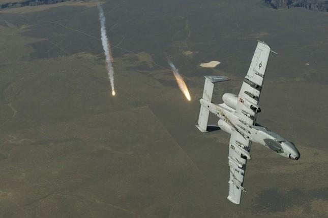 """Khám phá sức mạnh """"Thần sấm"""" A-10 Thunderbolt của Không quân Mỹ - anh 1"""