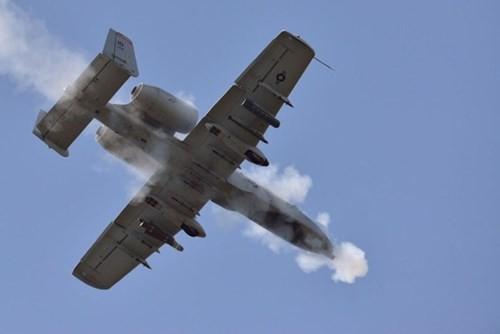 """Khám phá sức mạnh """"Thần sấm"""" A-10 Thunderbolt của Không quân Mỹ - anh 6"""