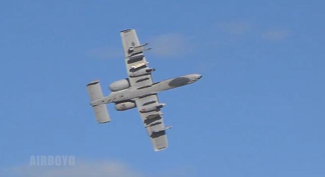 """Khám phá sức mạnh """"Thần sấm"""" A-10 Thunderbolt của Không quân Mỹ - anh 9"""