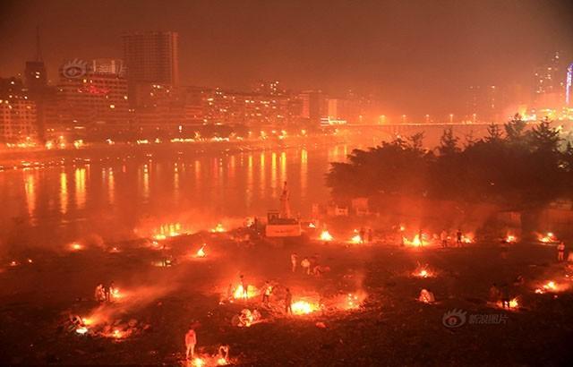 Trung Quốc rực lửa vì đốt vàng mã tháng cô hồn - anh 1