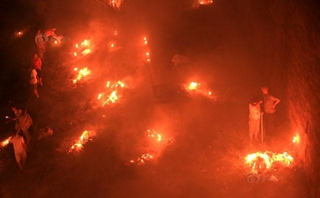 Trung Quốc rực lửa vì đốt vàng mã tháng cô hồn - anh 5