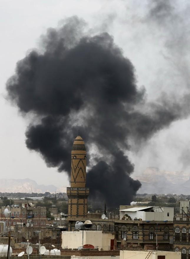 IS đánh bom kép tại nhà thờ Hồi giáo Yemen, hơn 130 người thương vong - anh 1