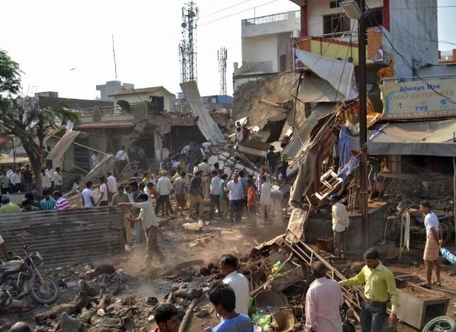 Ấn Độ săn lùng nghi phạm gây ra vụ nổ kinh hoàng ở nhà hàng, hơn 100 người chết - anh 1