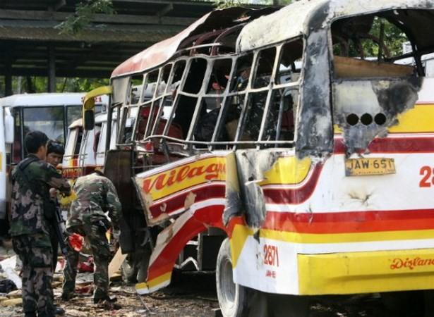 Philippines: Bom nổ xé nát xe buýt, 33 người thương vong - anh 1