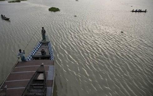 Ấn Độ: Lật thuyền quá tải, ít nhất 50 người thiệt mạng - anh 2