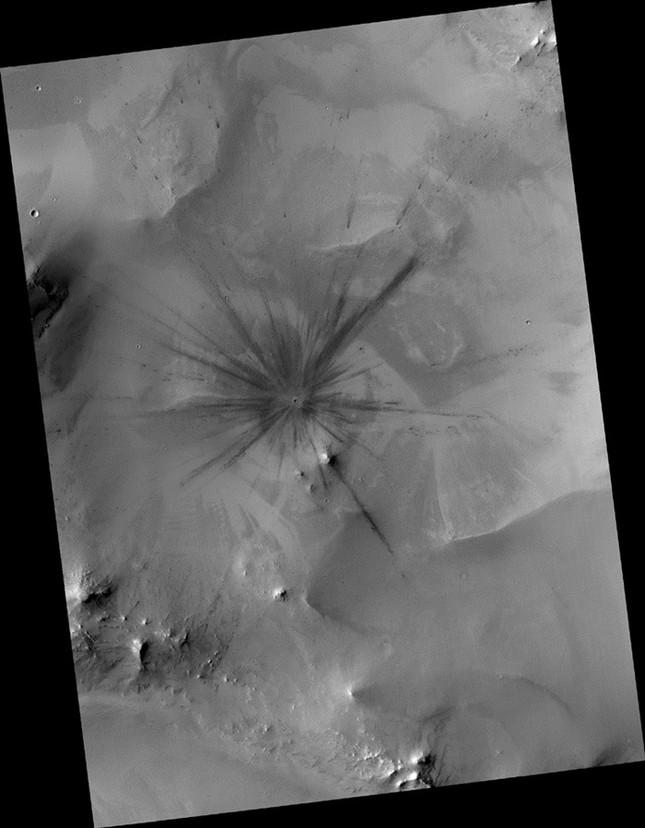 Chùm ảnh cận cảnh về sao Hỏa chưa từng công bố của NASA - anh 8