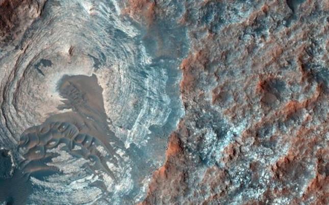 Chùm ảnh cận cảnh về sao Hỏa chưa từng công bố của NASA - anh 4