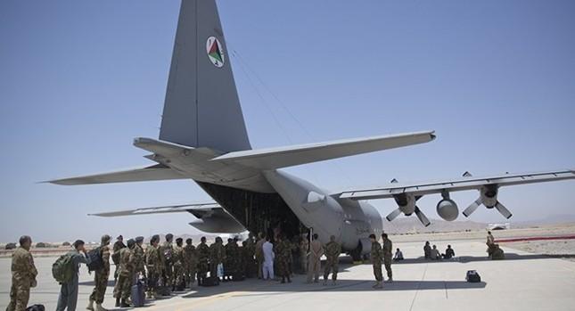 Rơi máy bay quân sự Mỹ ở Afghanistan, 12 người thiệt mạng - anh 2