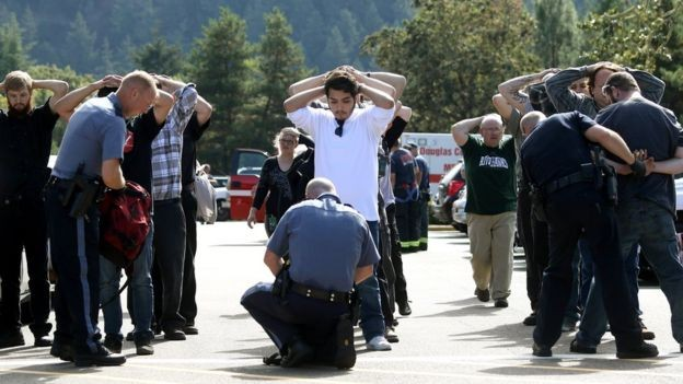 Mỹ: Xả súng kinh hoàng ở trường học, ít nhất 13 người chết - anh 1