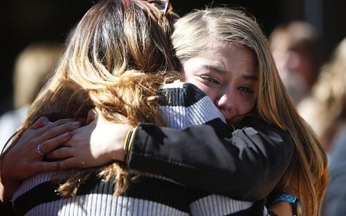 Mỹ: Xả súng kinh hoàng ở trường học, ít nhất 13 người chết - anh 3