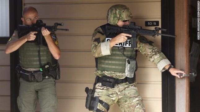 Mỹ: Xả súng kinh hoàng ở trường học, ít nhất 13 người chết - anh 4