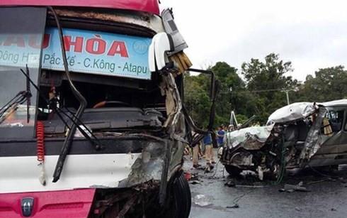 Hai ô tô chở người Việt tại Lào đâm trực diện, 8 người thương vong - anh 1