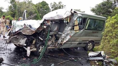 Hai ô tô chở người Việt tại Lào đâm trực diện, 8 người thương vong - anh 2