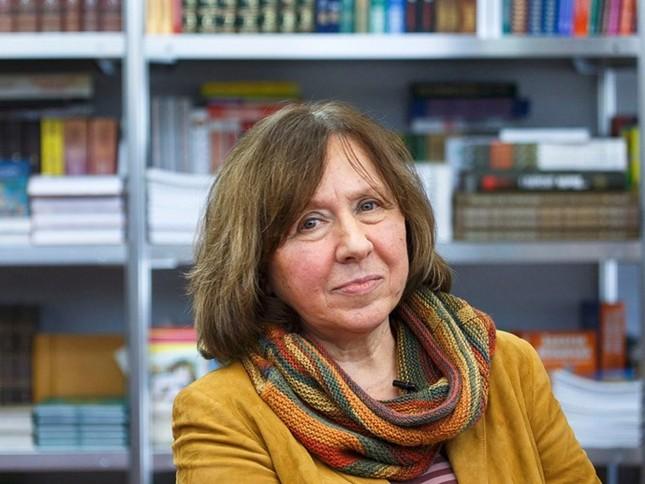 Giải Nobel Văn học 2015 có nữ chủ nhân mới - anh 1