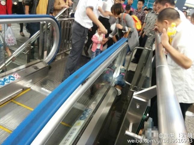 Trung Quốc: Ác mộng thang cuốn tái diễn, bé 4 tuổi tử vong - anh 1