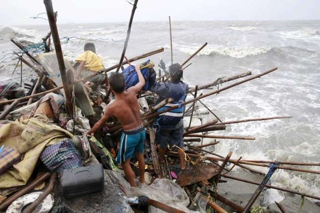 Philippines dọn dẹp đống đổ nát sau siêu bão Koppu - anh 2
