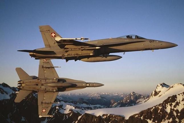 Nga tố máy bay Thụy Sĩ áp sát phi cơ chở quan chức cấp cao - anh 1