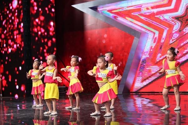 """Vietnam's Got Talent: Phát sốt với cậu bé """"Thị Mầu"""" 8 tuổi - anh 4"""
