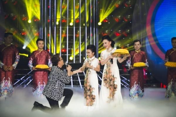 """Gương mặt thân quen nhí: """"Chí Phèo"""" Hoài Linh ngất ngưởng bên Thị Nở """"Minh Thuận"""" - anh 4"""