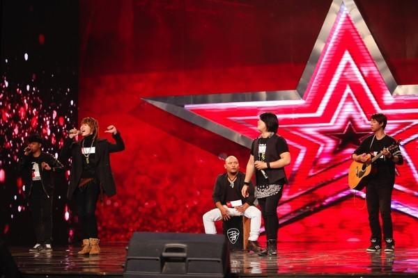"""Vietnam's Got Talent: """"Mê mẩn"""" cô giáo 55 tuổi, Huy Tuấn ưu ái nhấn nút vào thẳng bán kết - anh 3"""