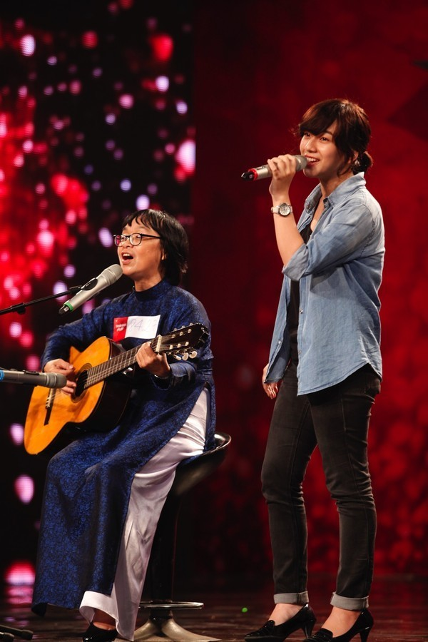 """Vietnam's Got Talent: """"Mê mẩn"""" cô giáo 55 tuổi, Huy Tuấn ưu ái nhấn nút vào thẳng bán kết - anh 1"""