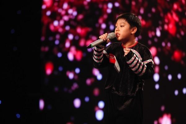 """Vietnam's Got Talent: """"Mê mẩn"""" cô giáo 55 tuổi, Huy Tuấn ưu ái nhấn nút vào thẳng bán kết - anh 4"""