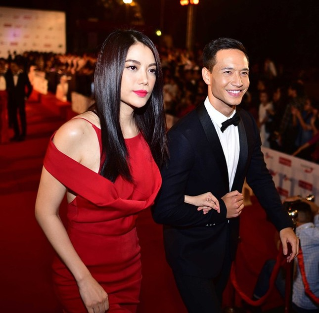 Trương Ngọc Ánh và Kim Lý tay trong tay, Trần Bảo Sơn đi một mình trên thảm đỏ - anh 1