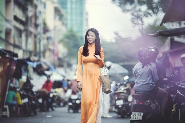 Ngắm người đẹp Trương Ngọc Ánh duyên dáng, thanh lịch với áo dài và xe cúp - anh 6
