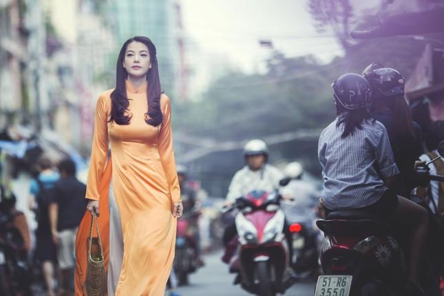 Ngắm người đẹp Trương Ngọc Ánh duyên dáng, thanh lịch với áo dài và xe cúp - anh 7