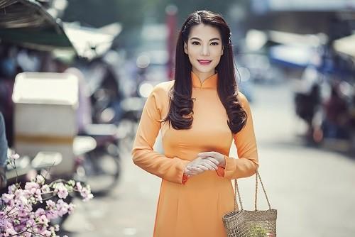 Ngắm người đẹp Trương Ngọc Ánh duyên dáng, thanh lịch với áo dài và xe cúp - anh 8
