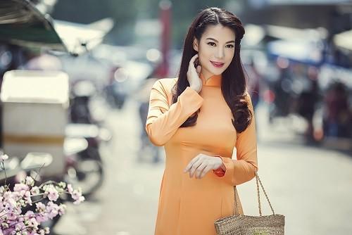 Ngắm người đẹp Trương Ngọc Ánh duyên dáng, thanh lịch với áo dài và xe cúp - anh 9