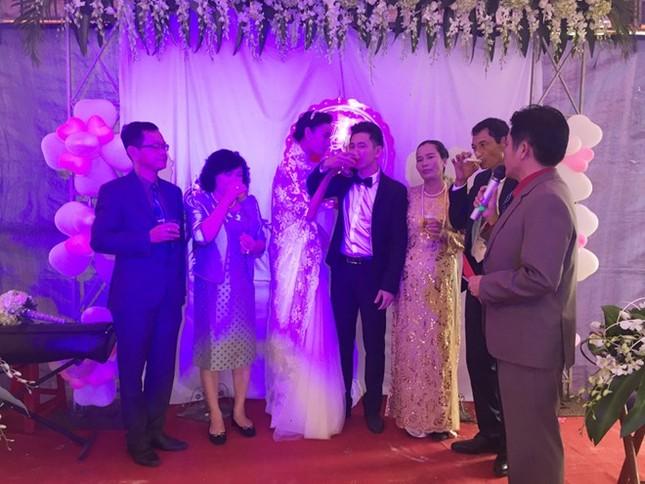 Đám cưới hạnh phúc, đầm ấm của Next Top Model Lê Thúy tại quê nhà Quảng Bình - anh 8