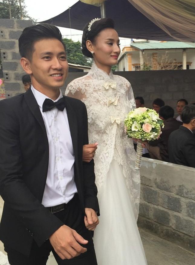 Đám cưới hạnh phúc, đầm ấm của Next Top Model Lê Thúy tại quê nhà Quảng Bình - anh 4