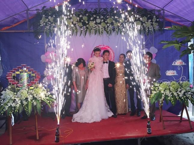 Đám cưới hạnh phúc, đầm ấm của Next Top Model Lê Thúy tại quê nhà Quảng Bình - anh 6