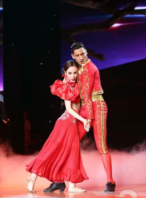 Gặp scandal tình ái nhưng Angela Phương Trinh vẫn nhảy rất tiến bộ - anh 1