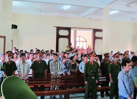 Vụ Công an dùng nhục hình: Nguyên phó Công an TP Tuy Hòa bị phạt 9 tháng tù treo - anh 2