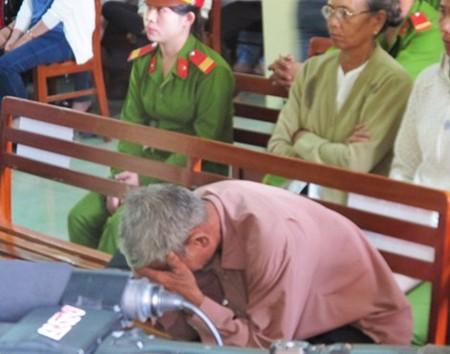 Vụ Công an dùng nhục hình: Nguyên phó Công an TP Tuy Hòa bị phạt 9 tháng tù treo - anh 4