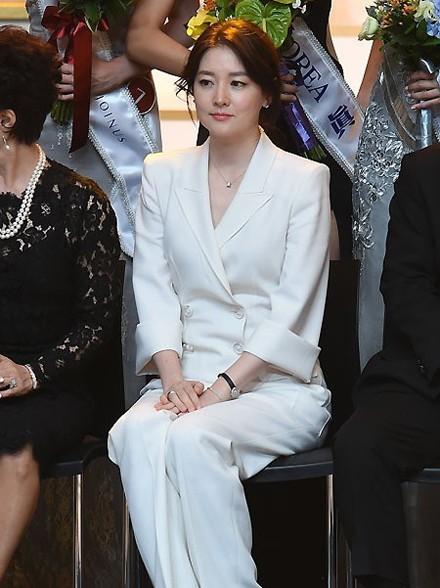 Ngắm nhan sắc nghiêng nước nghiêng thành của tân Hoa hậu Hàn Quốc - anh 9