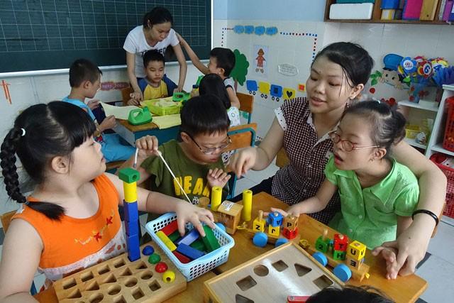 Nhọc nhằn giáo viên dạy trẻ khuyết tật - anh 1